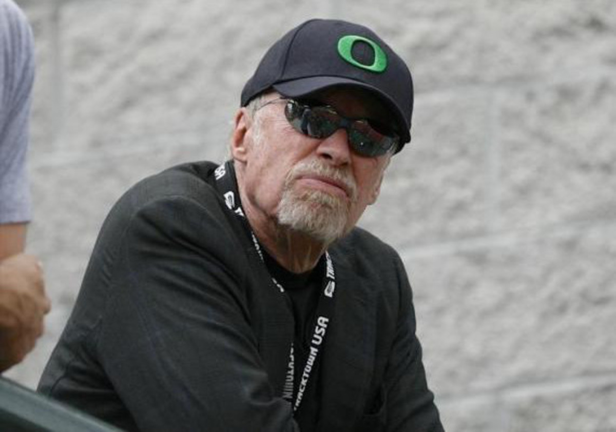 nike-co-founder-phil-knight-will-stop-down-as-chairman