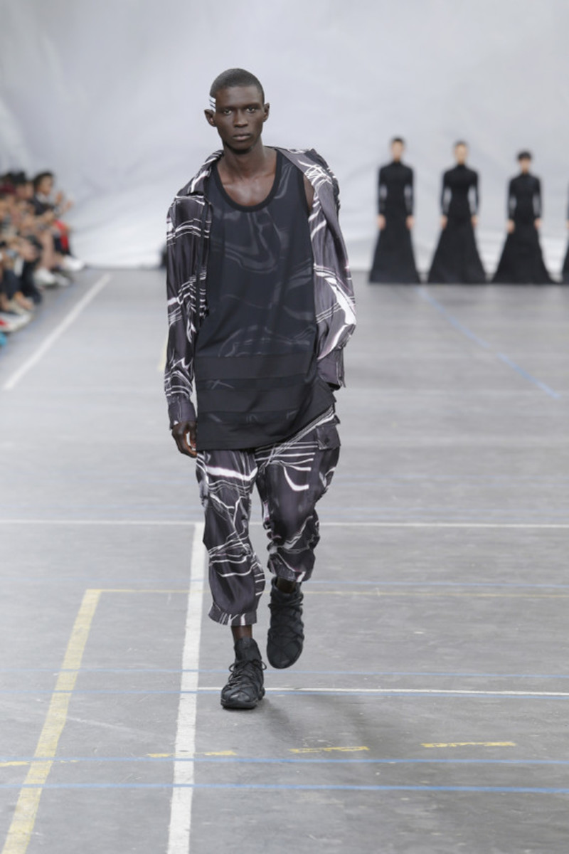 y-3-spring-summer-2016-collection-runway-show-20