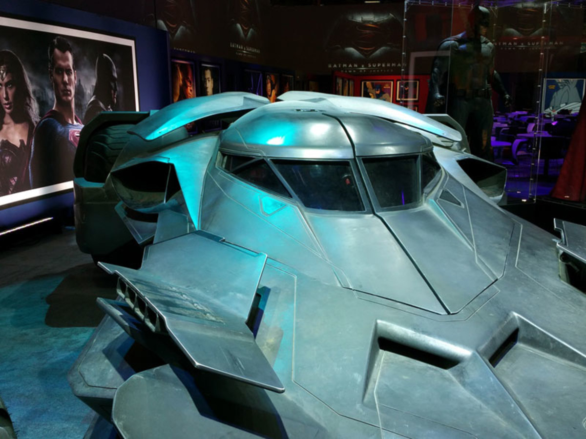 look-inside-batmobile-batman-v-superman-02