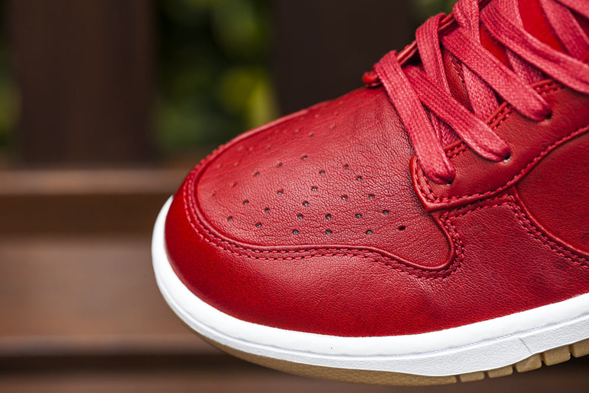 nike-dunk-high-lux-sp-gym-red-03