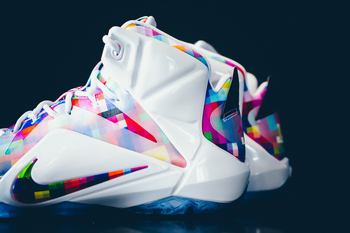 nike-lebron-12-ext-finish-your-breakfast-04