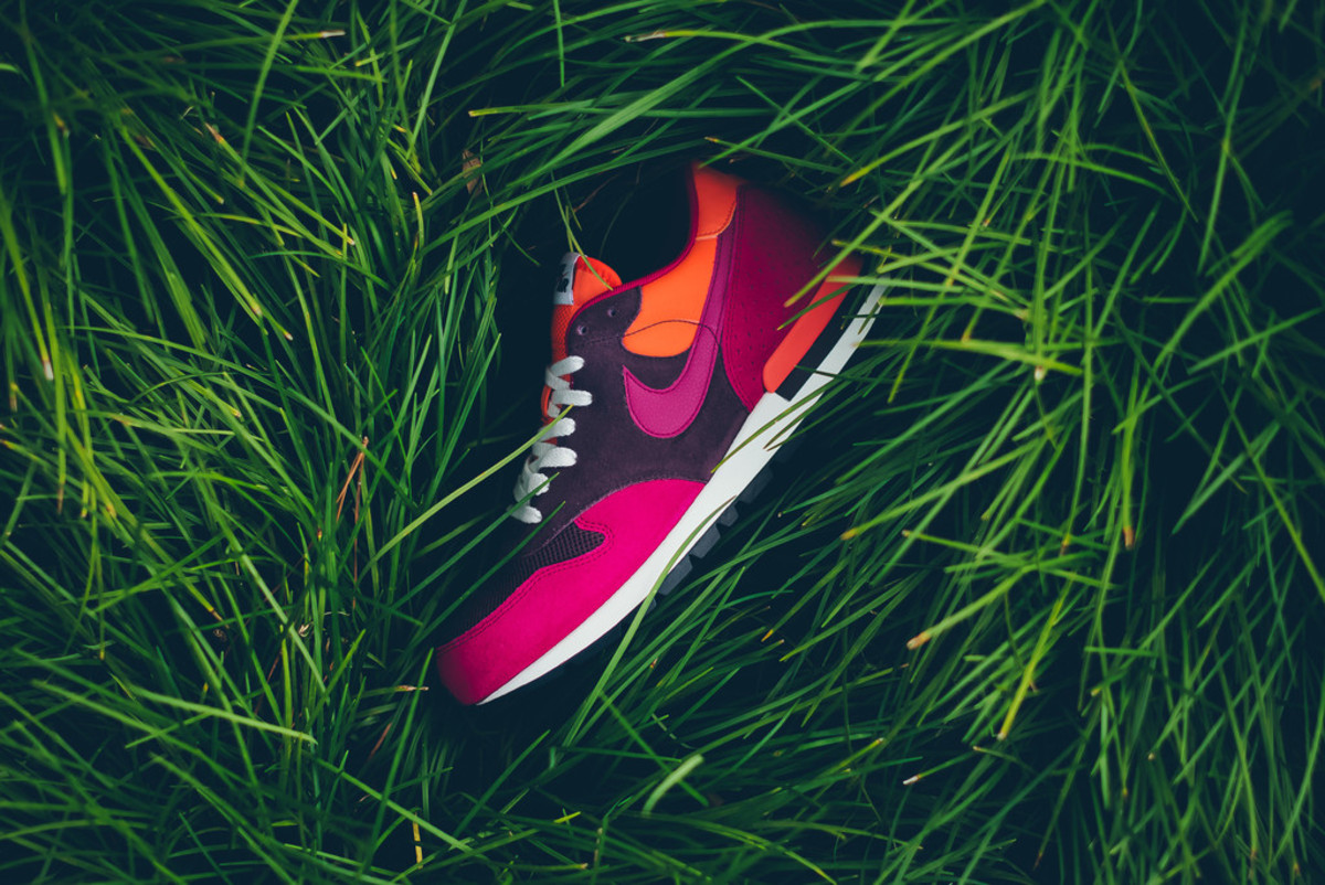 nike-brings-back-the-air-epic-in-four-new-colorways-03
