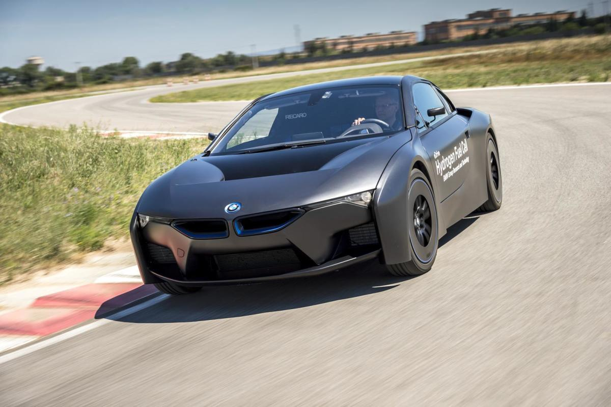 bmw-unveils-i8-hydrogen-fuel-cell-prototype-07