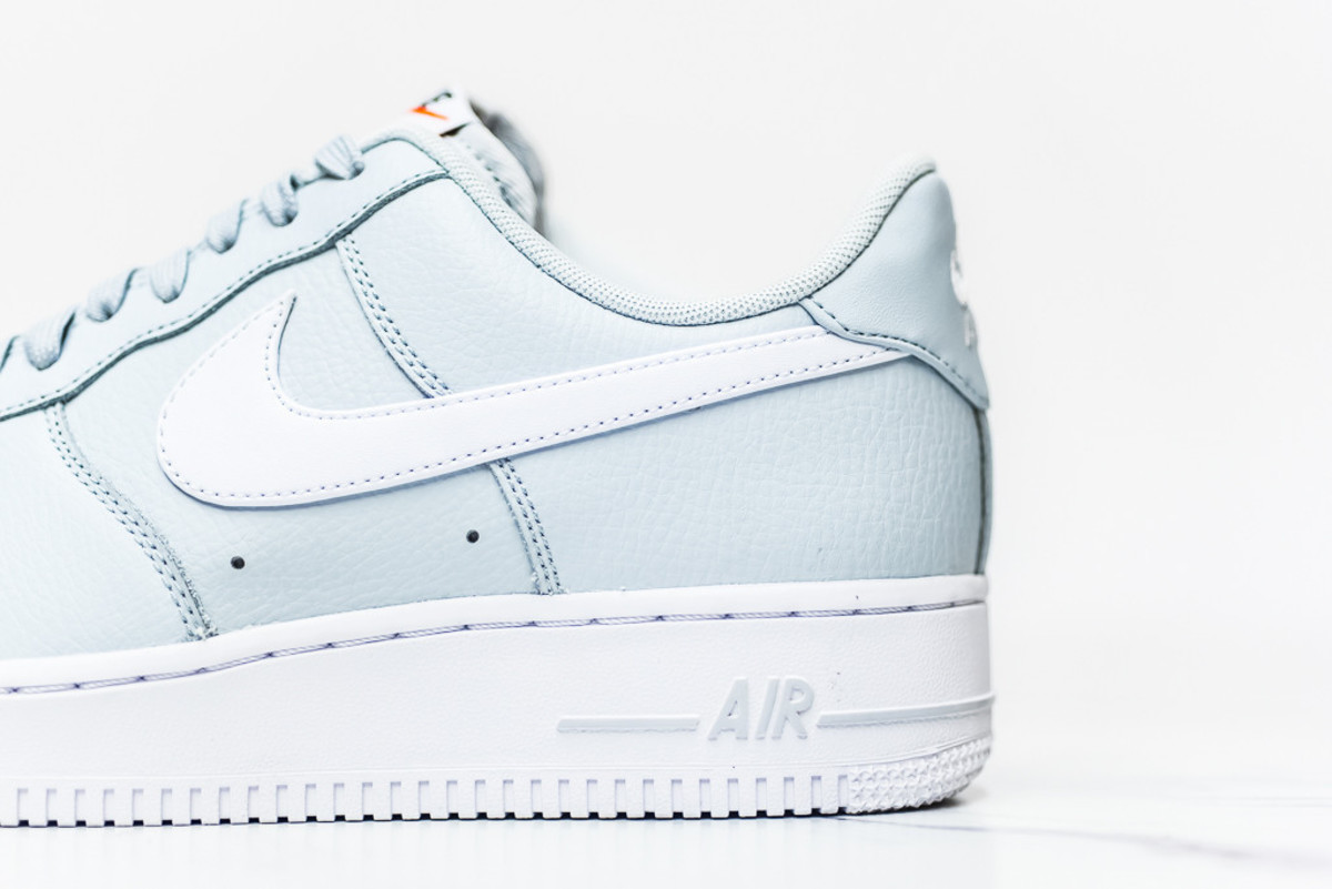 nike-air-force-1-pure-platinum-01