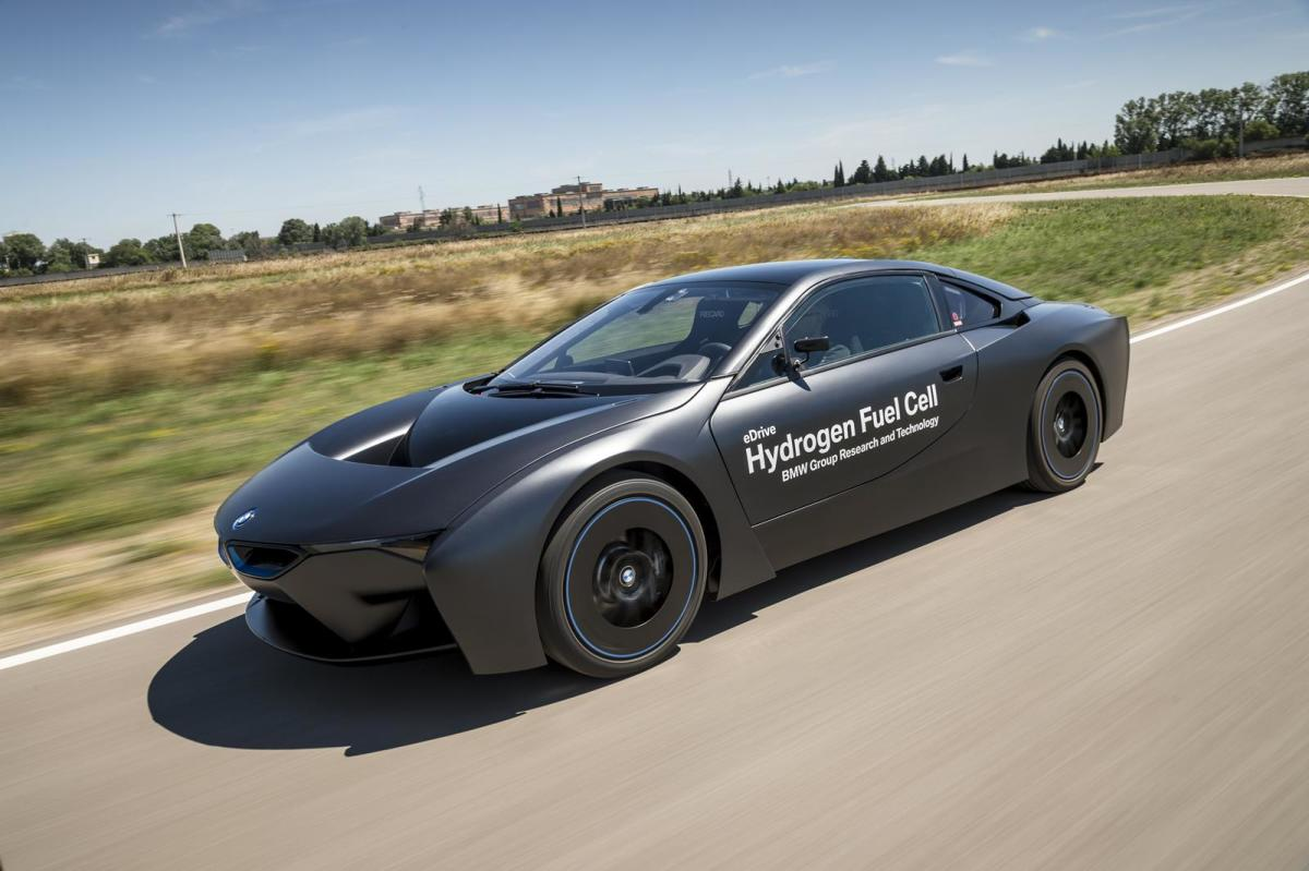 bmw-unveils-i8-hydrogen-fuel-cell-prototype-02