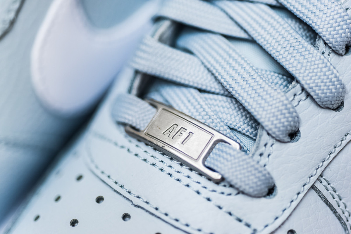nike-air-force-1-pure-platinum-02