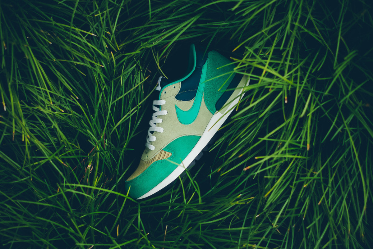 nike-brings-back-the-air-epic-in-four-new-colorways-01