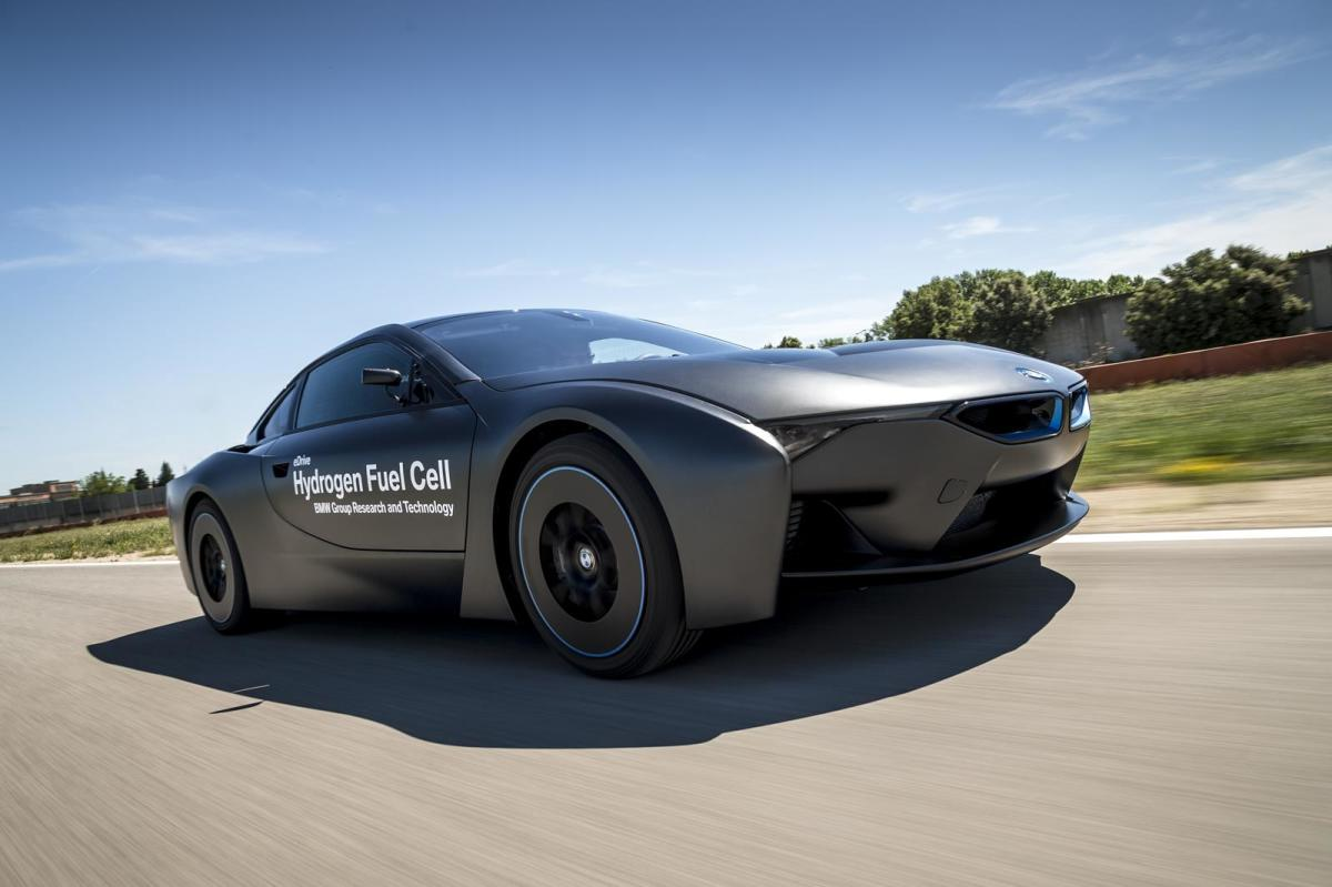 bmw-unveils-i8-hydrogen-fuel-cell-prototype-05