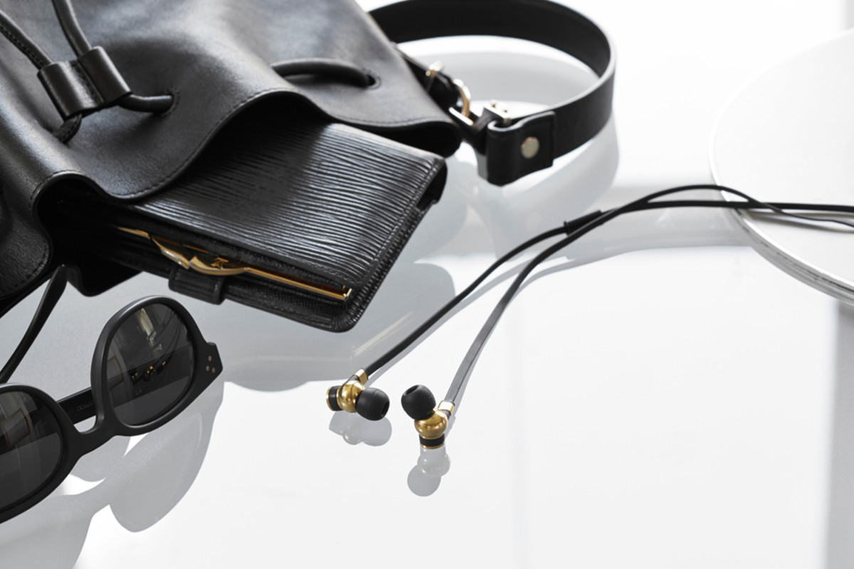 master-and-dynamic-me05-earphones-00