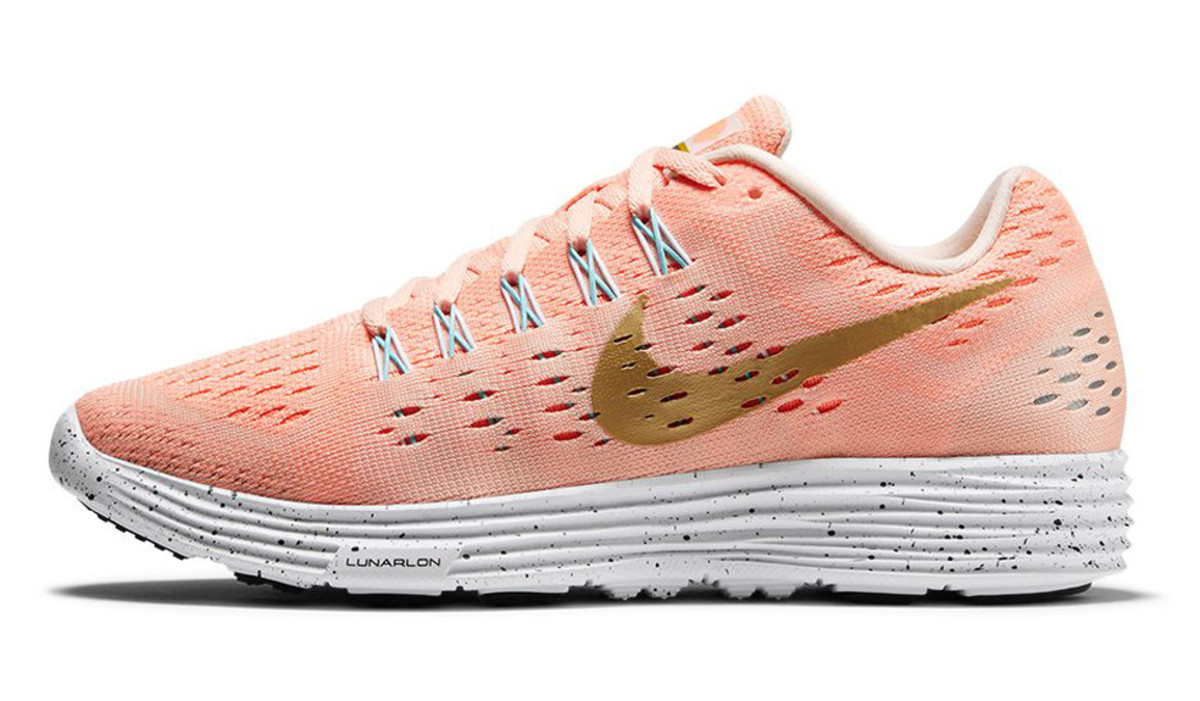 nike-running-modern-gold-rush-pack-06