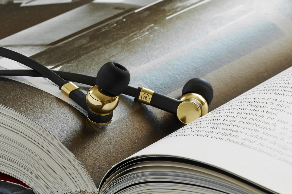 master-and-dynamic-me05-earphones-01
