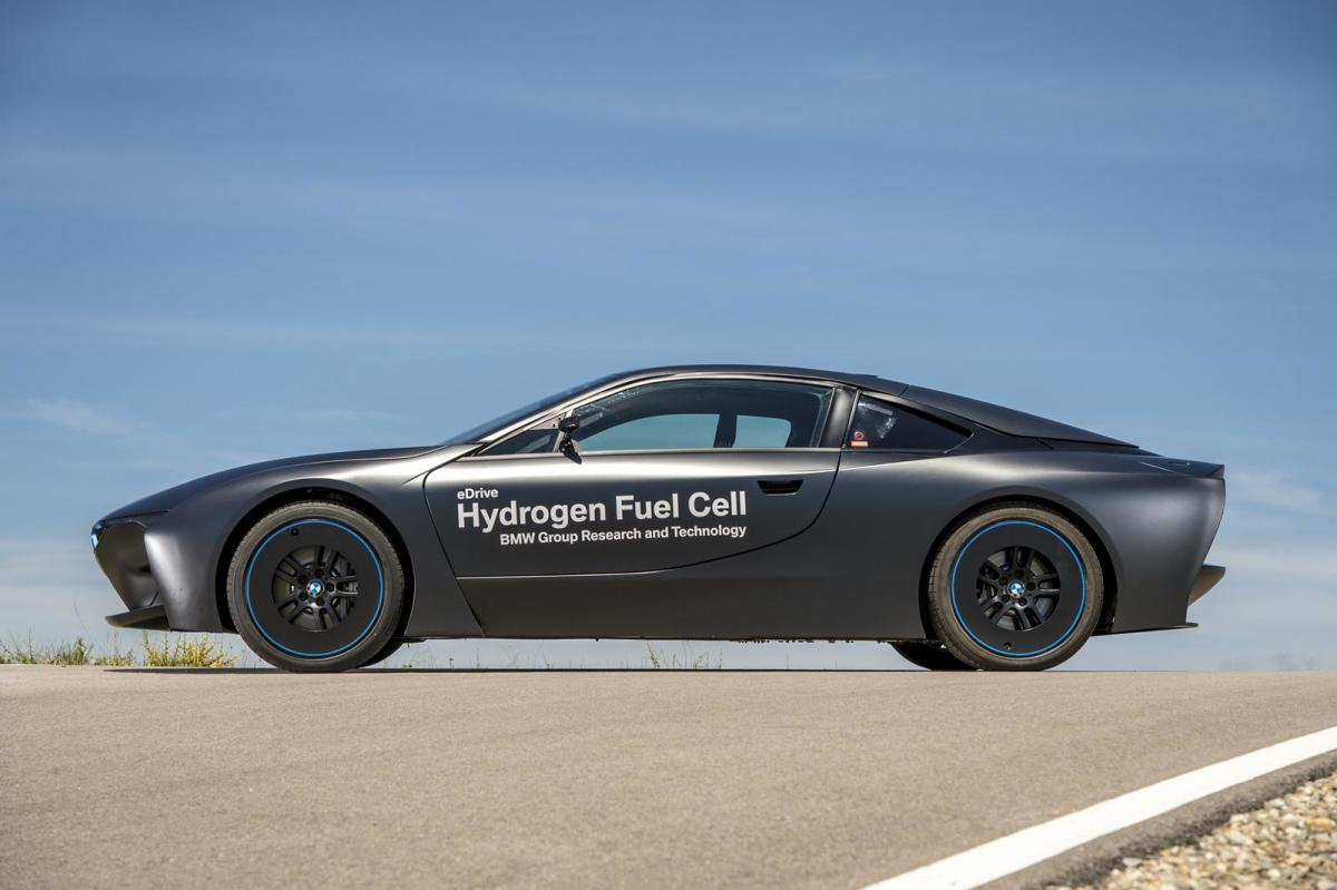 bmw-unveils-i8-hydrogen-fuel-cell-prototype-01