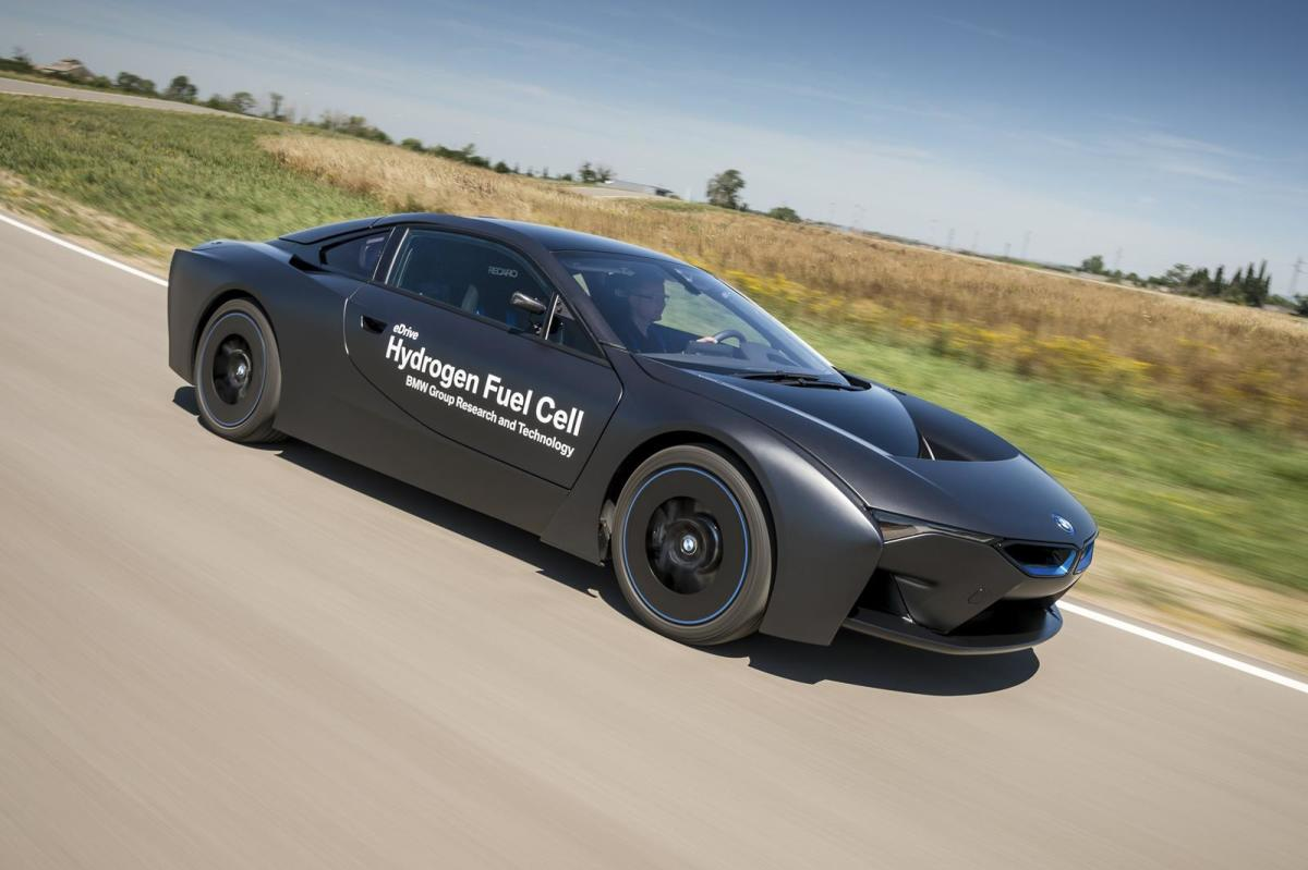 bmw-unveils-i8-hydrogen-fuel-cell-prototype-03