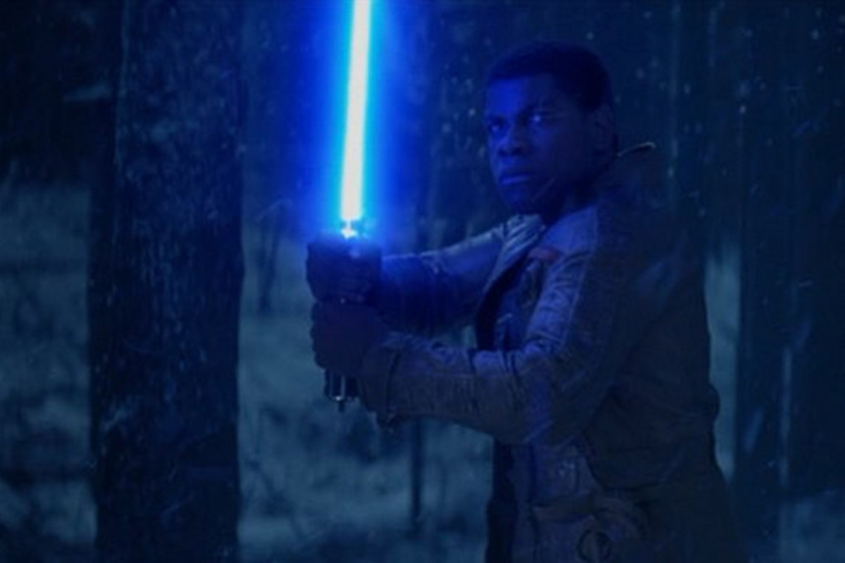 finn-weilds-lightsaber-in-new-footage-from-star-wars-the-force-awakens