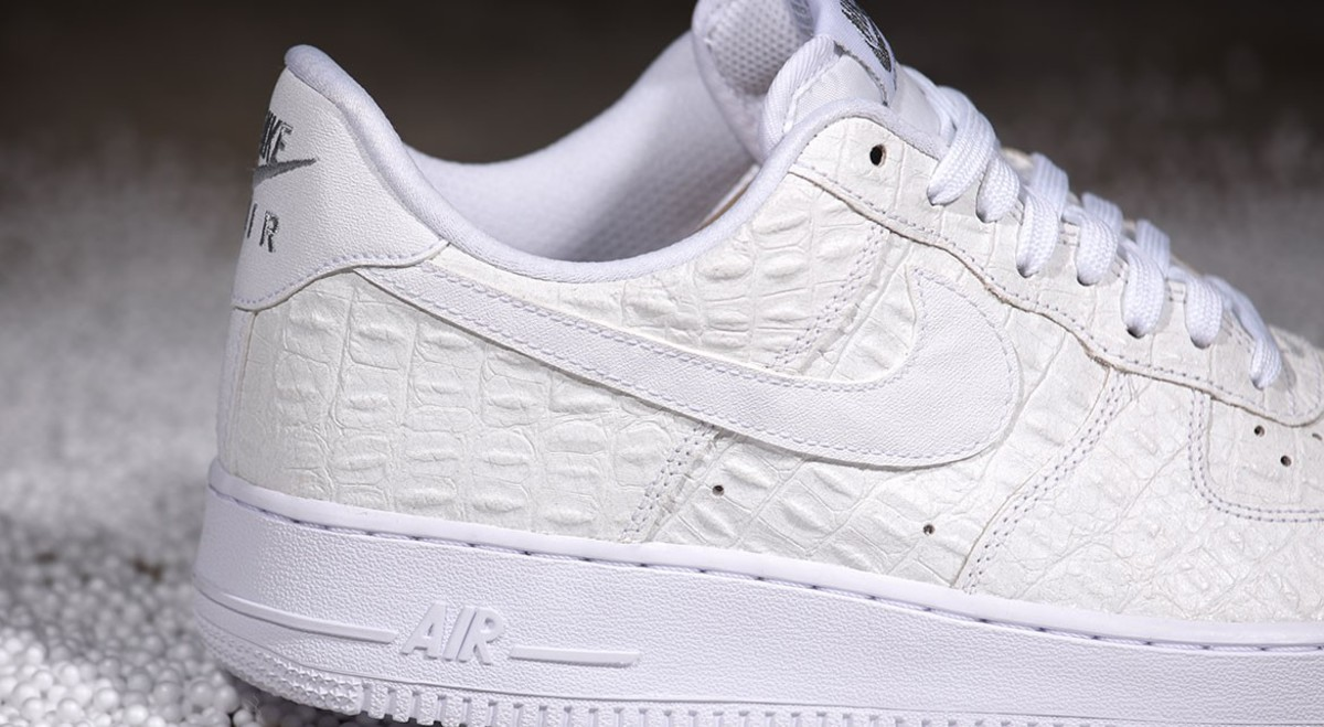 nike-air-force-1-07-lv8-all-white-01