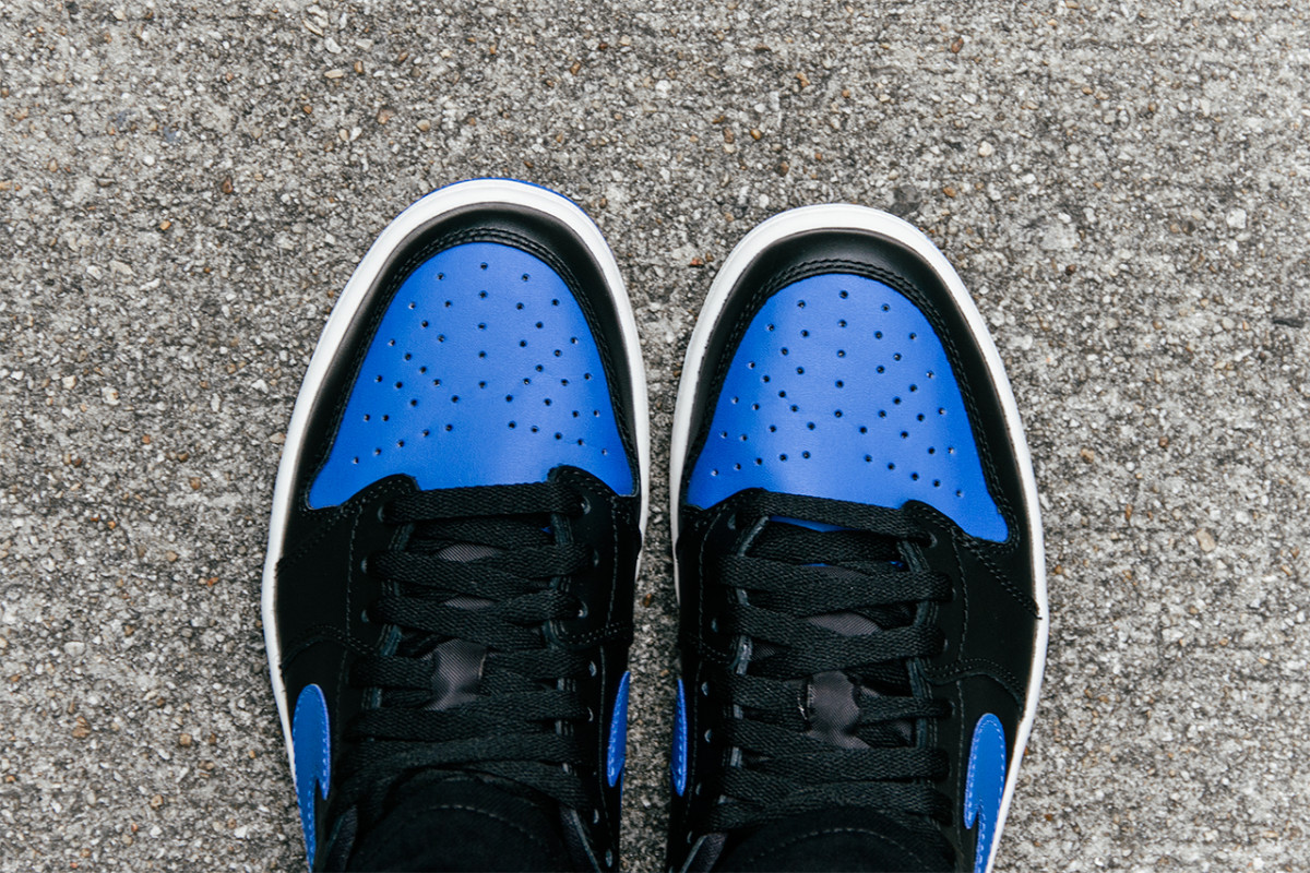 air-jordan-1-retro-low-og-varsity-royal-05