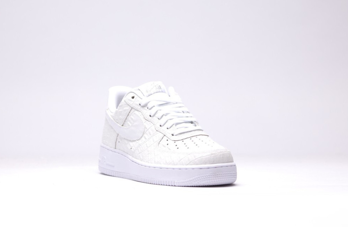 nike-air-force-1-07-lv8-all-white-03