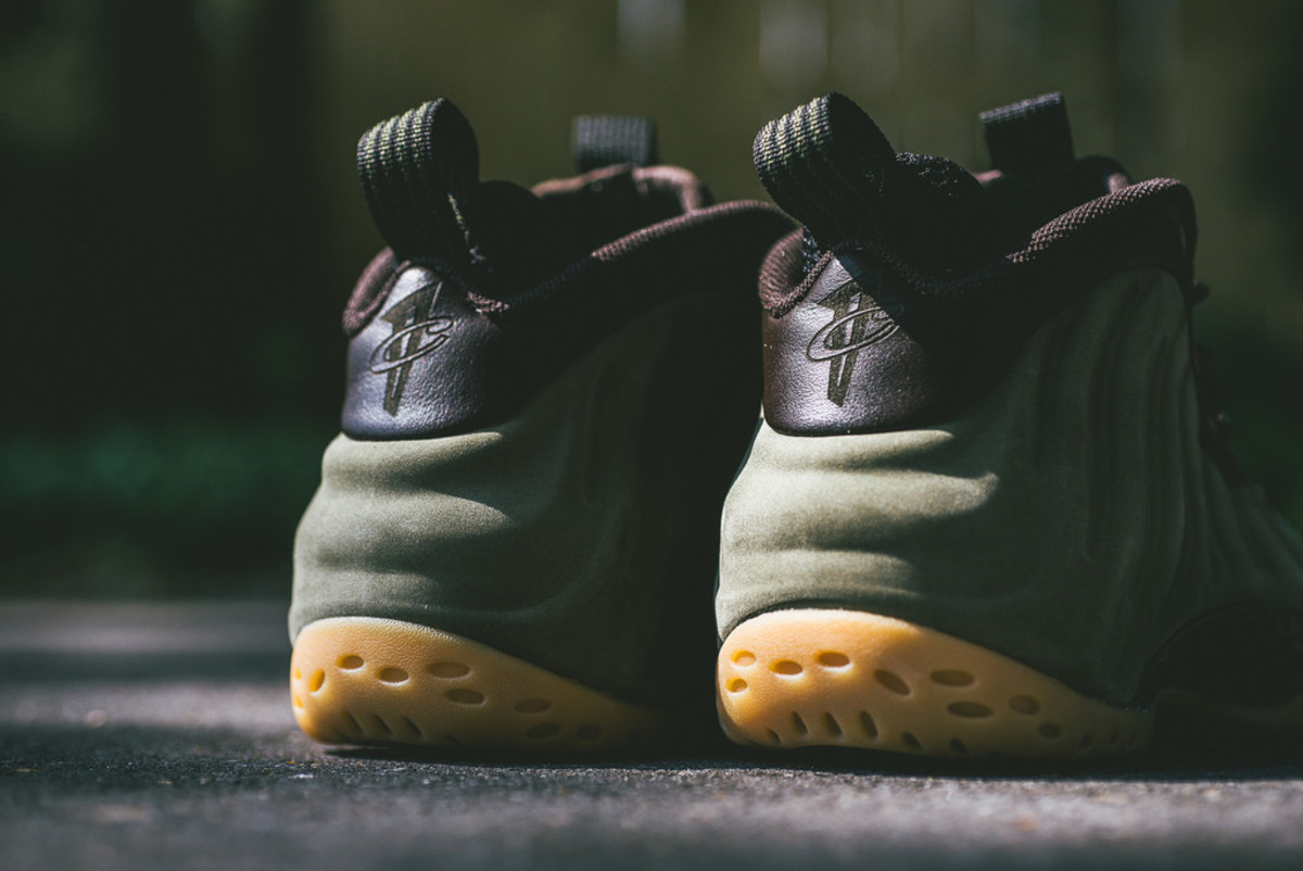 nike-air-foamposite-one-olive-04