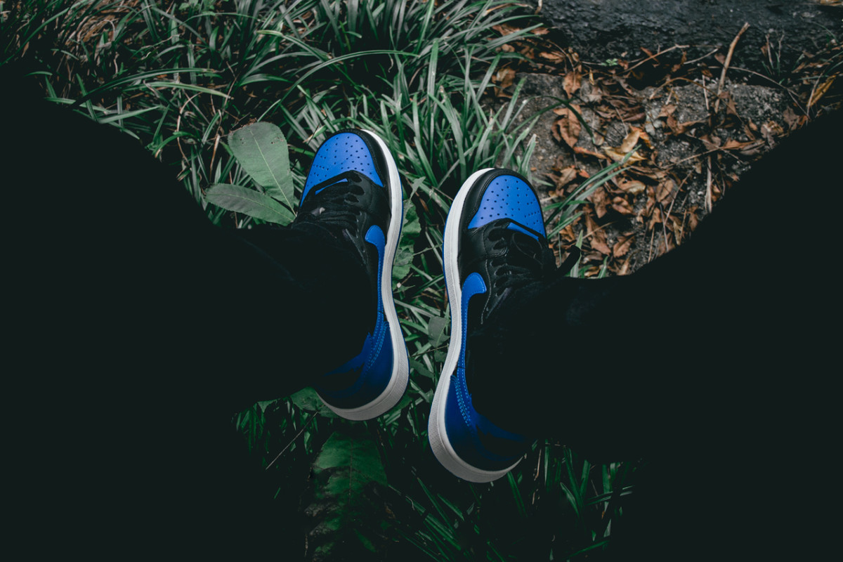 air-jordan-1-retro-low-og-varsity-royal-01