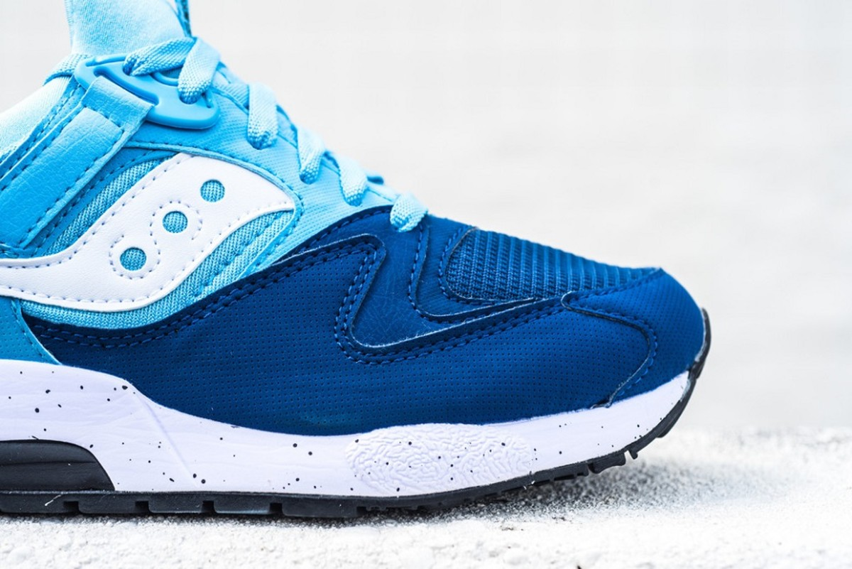 the-refreshingly-cool-saucony-grid-9000-in-navy-blue-white-2