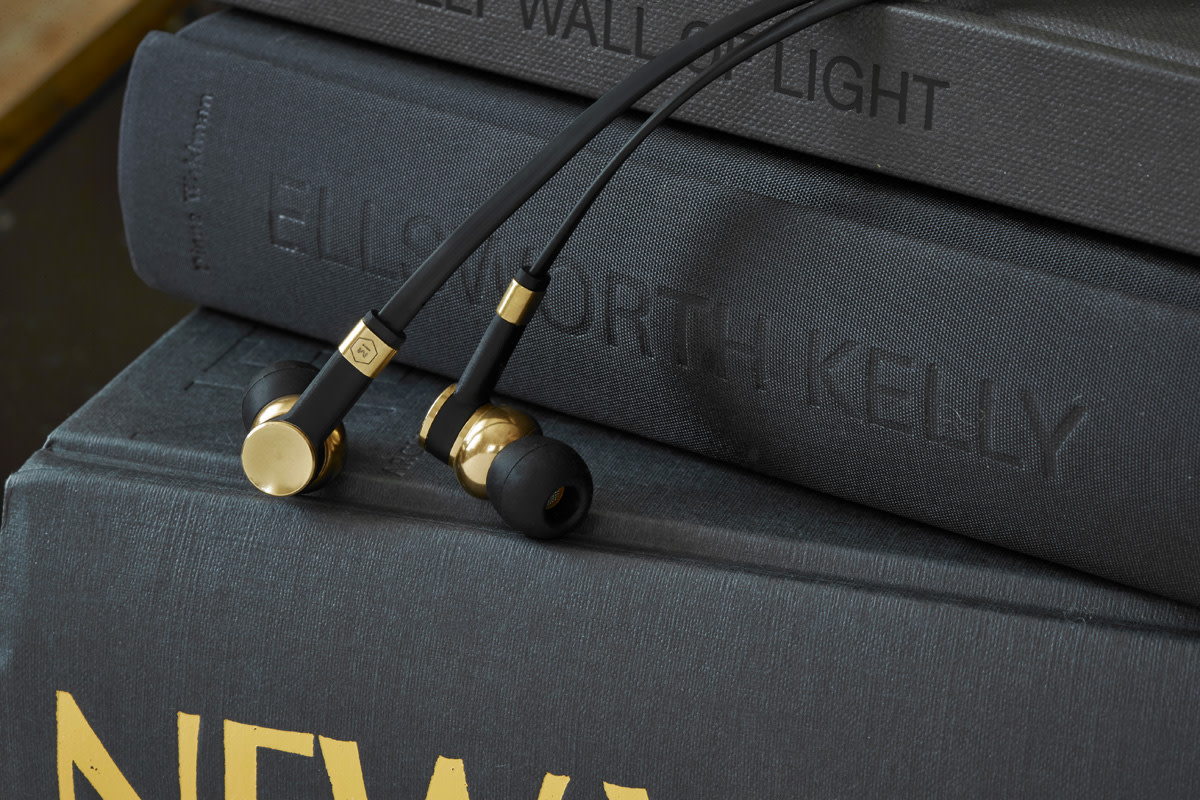 master-and-dynamic-me05-earphones-03