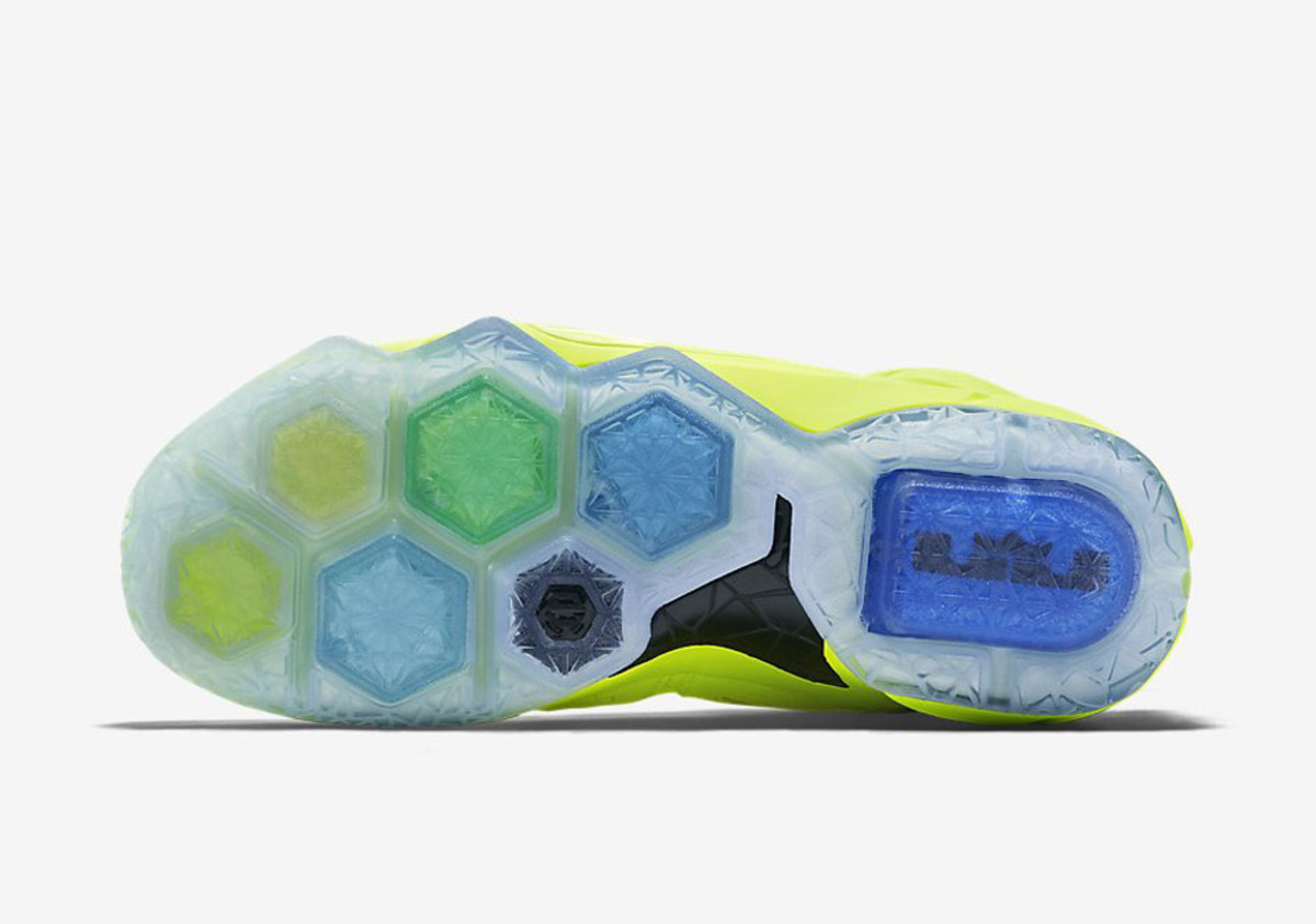 nike-lebron-12-tennis-ball-04