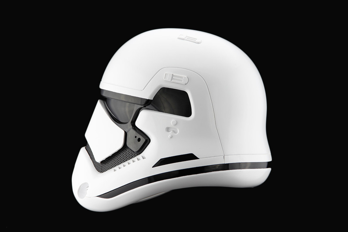 star-wars-the-force-awakens-first-order-stormtrooper-helmet-01