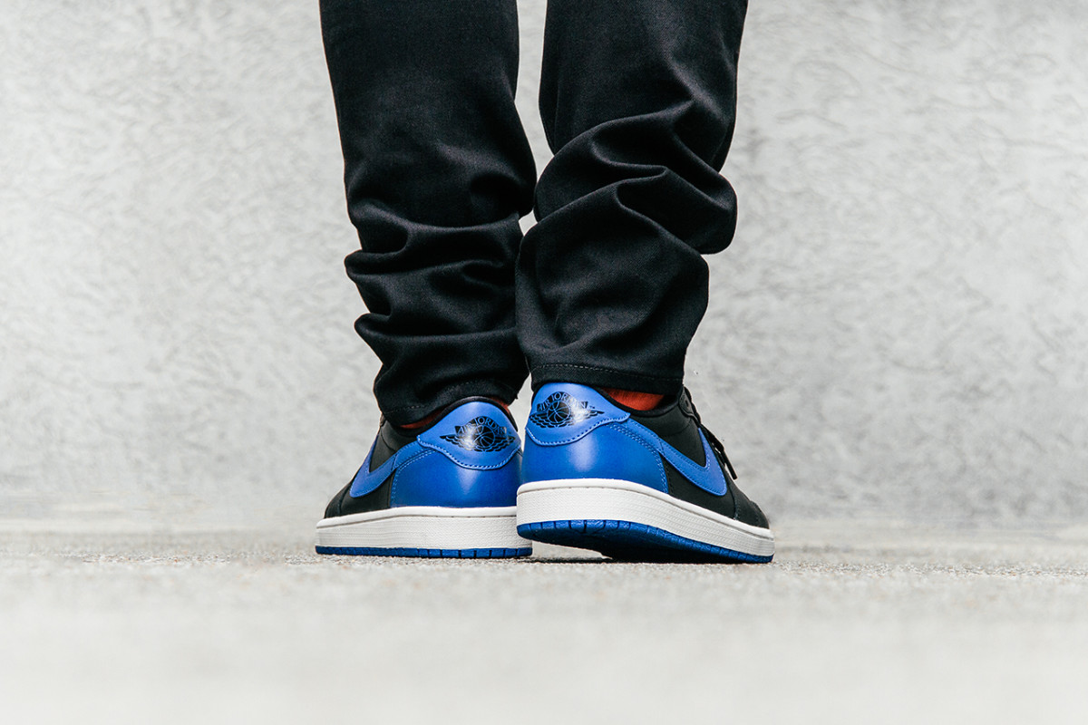 air-jordan-1-retro-low-og-varsity-royal-03
