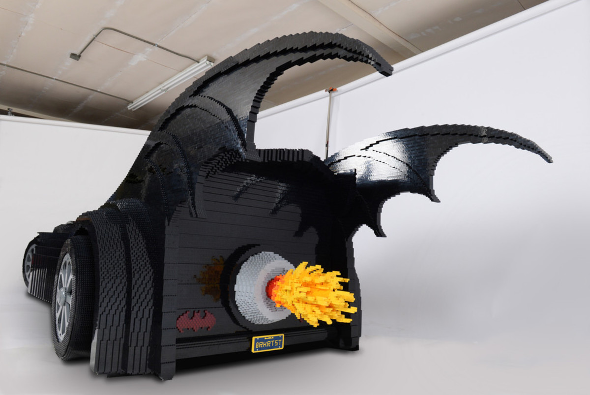 check-out-the-worlds-largest-lego-batmobile-02
