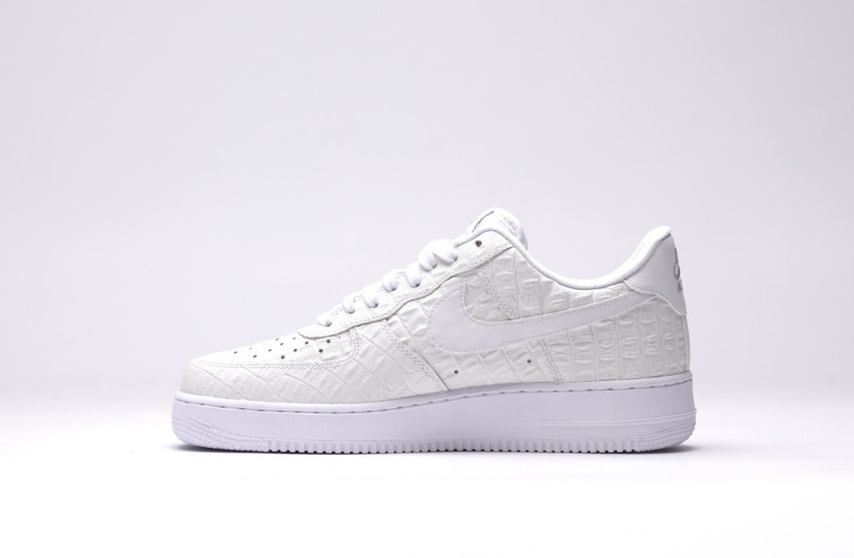 nike-air-force-1-07-lv8-all-white-02