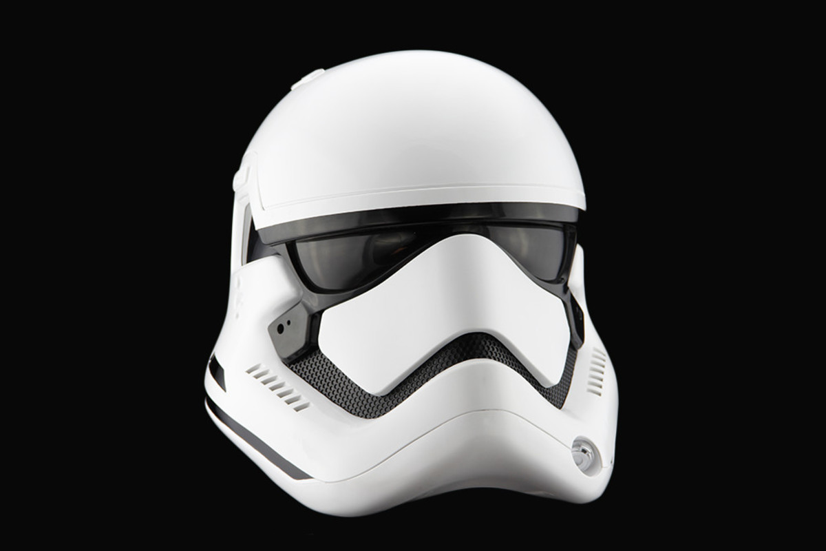 star-wars-the-force-awakens-first-order-stormtrooper-helmet-02
