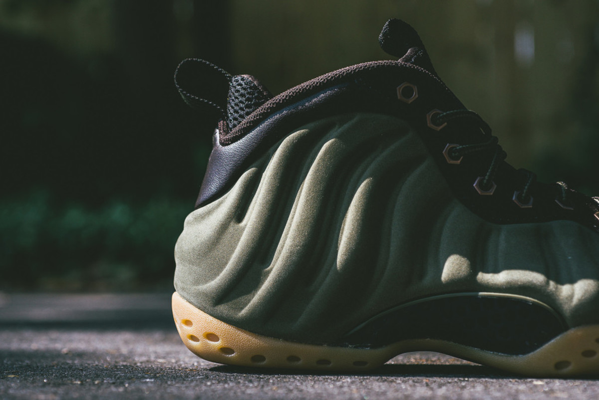 nike-air-foamposite-one-olive-01