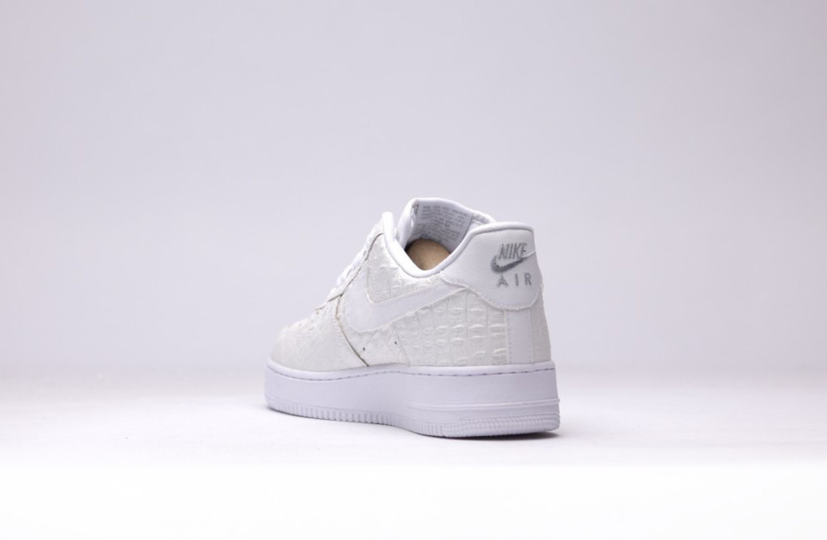nike-air-force-1-07-lv8-all-white-04