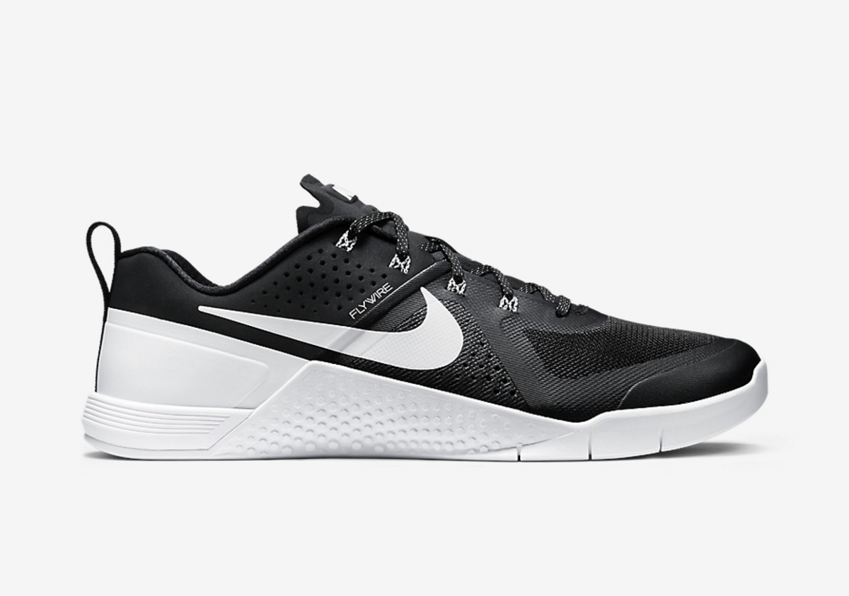 00e04a08b77b This New Nike METCON 1 Colorway Will Have You Breaking a Sweat ...