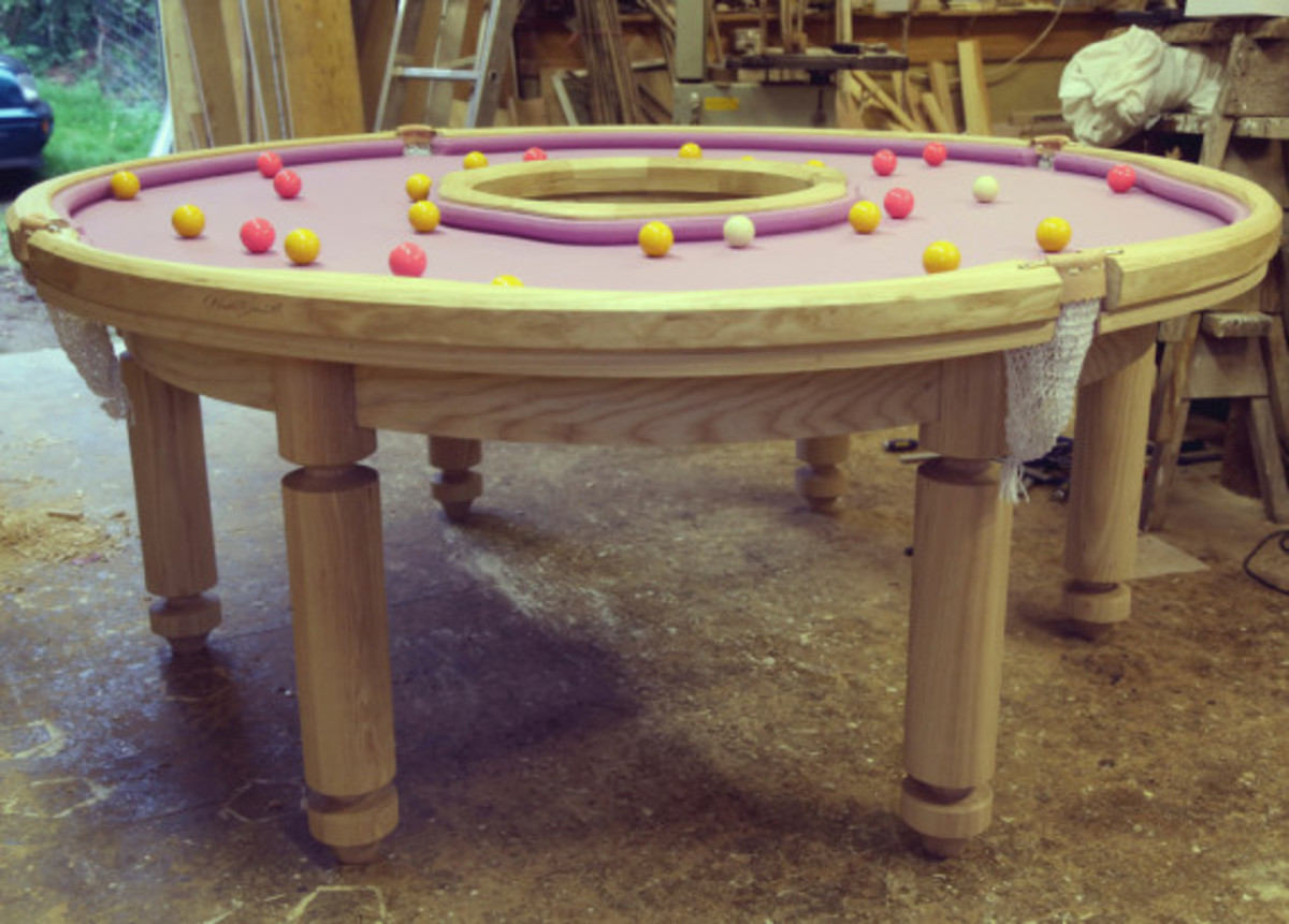 donut-shaped-pool-table-001
