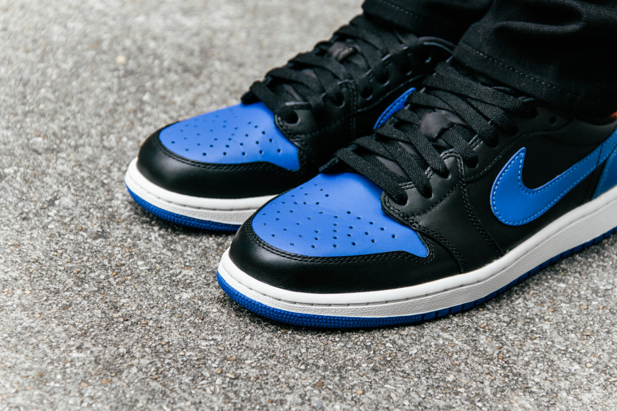 air-jordan-1-retro-low-og-varsity-royal-04