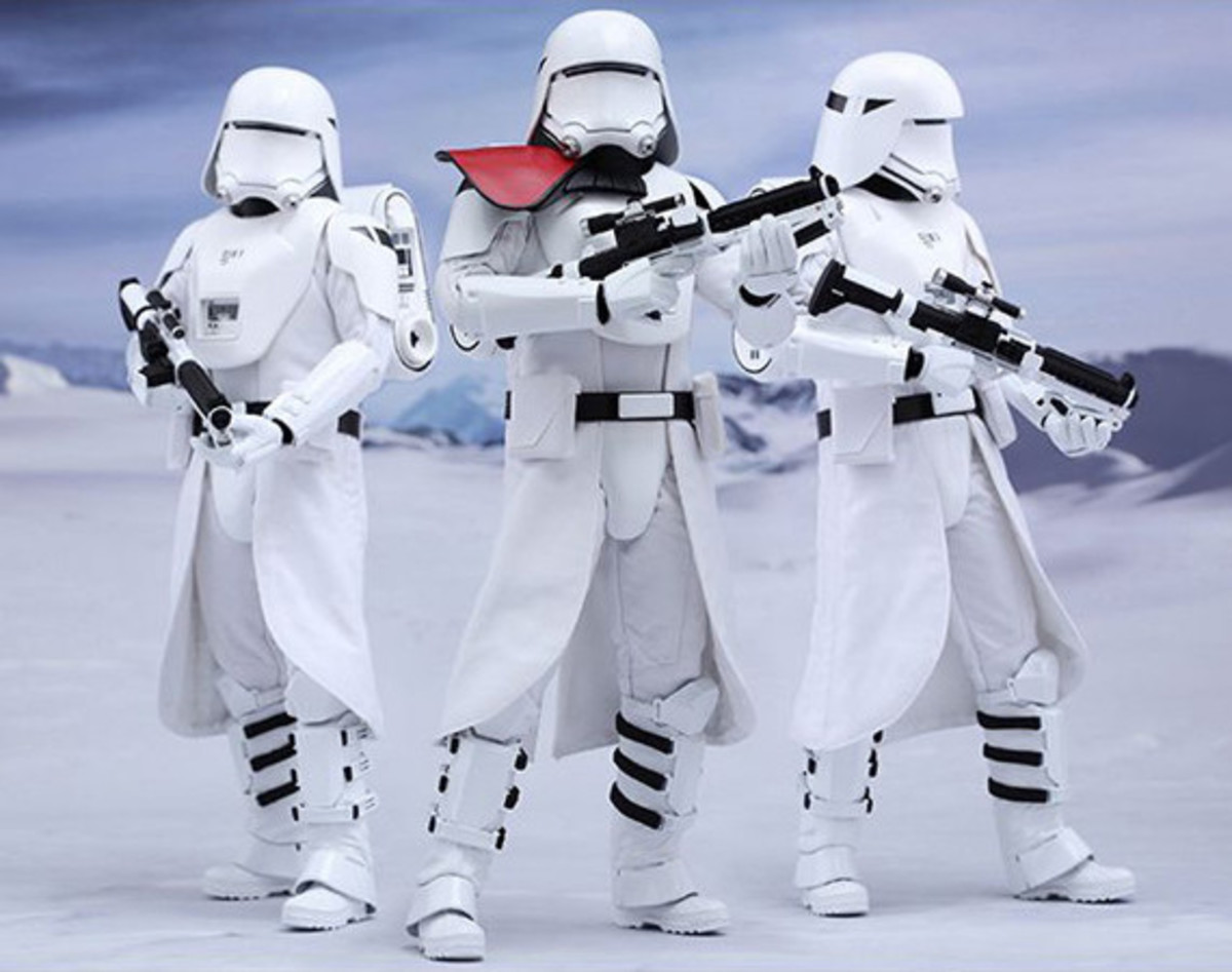 hot-toys-first-order-snowtroopers-00