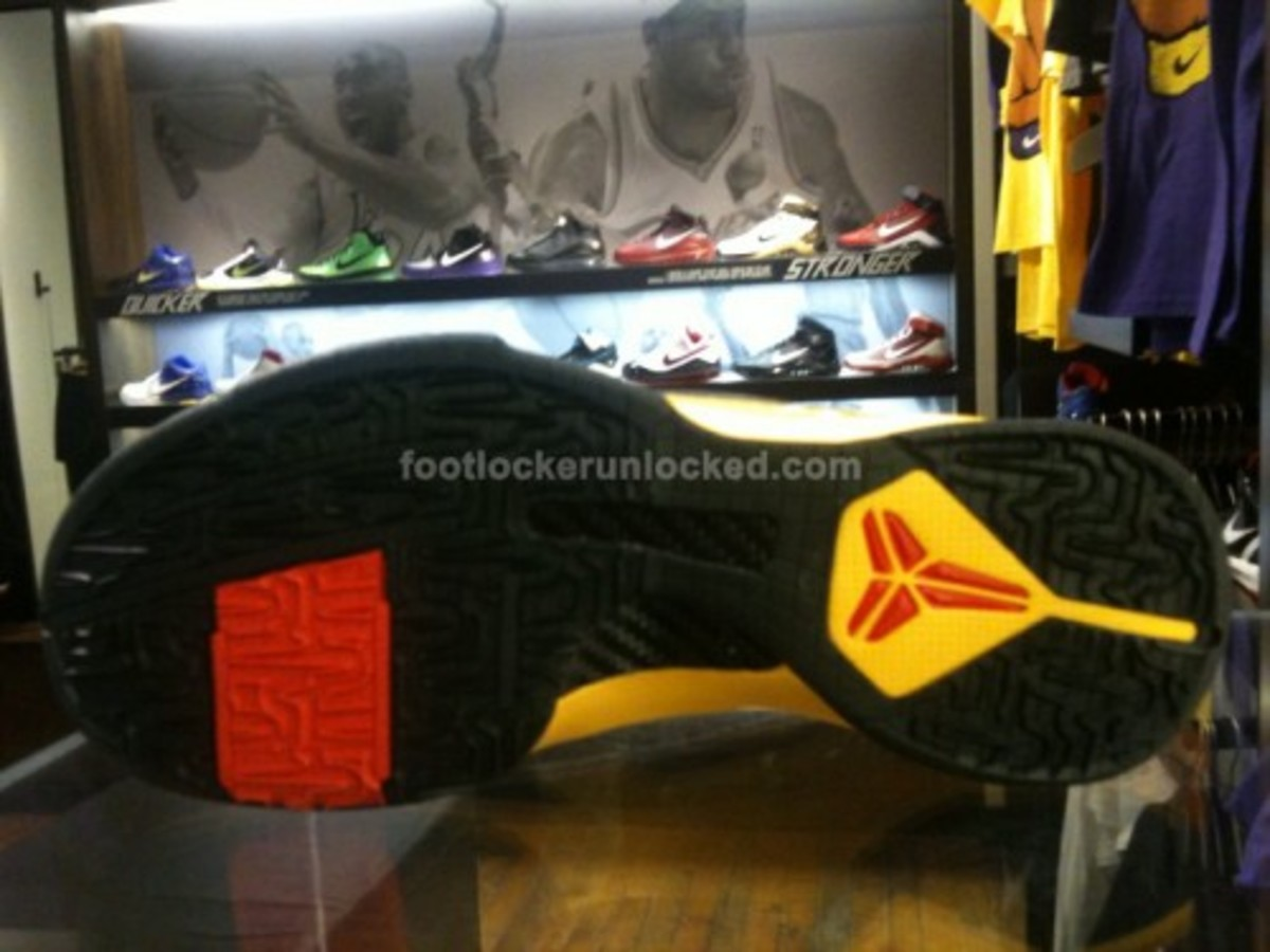 hot sale online 61720 d2f28 Nike Zoom Kobe V (5) - Bruce Lee Edition | Available Now ...