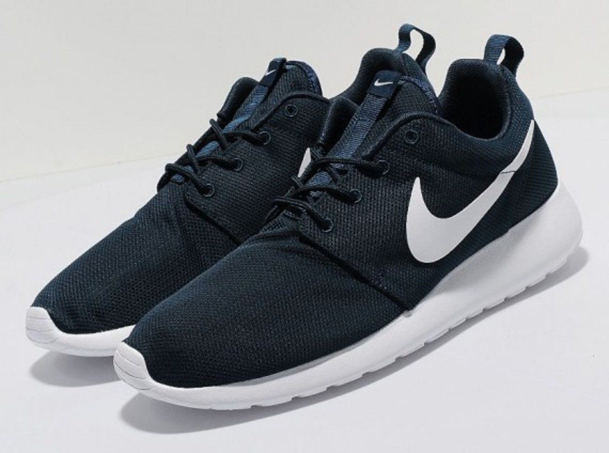 nike roshe run navy white freshness mag. Black Bedroom Furniture Sets. Home Design Ideas