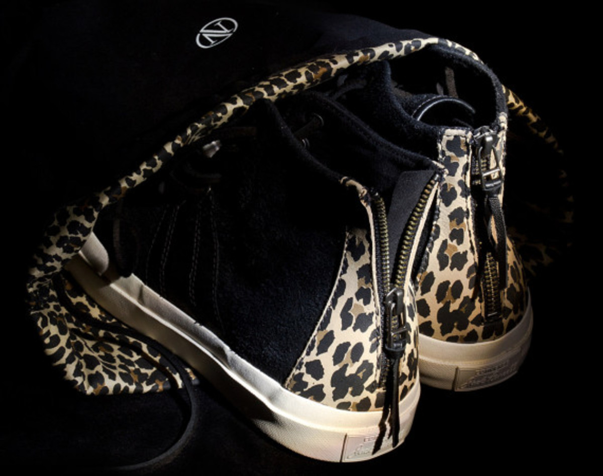 INVINCIBLE x CONVERSE First String Jack Purcell Johnny