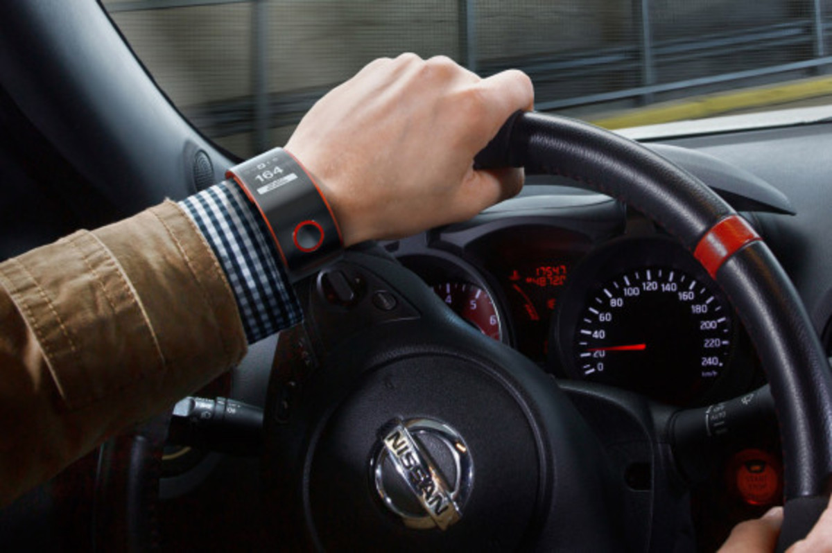 nissan-introduces-nismo-smartwatch-concept-02