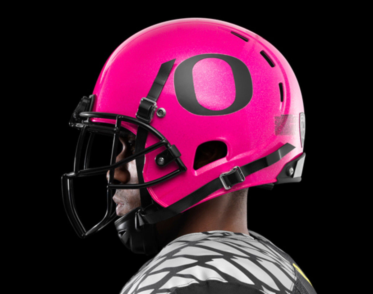 nike-oregon-ducks-football-pays-tribute-to-breast-cancer-awareness-01