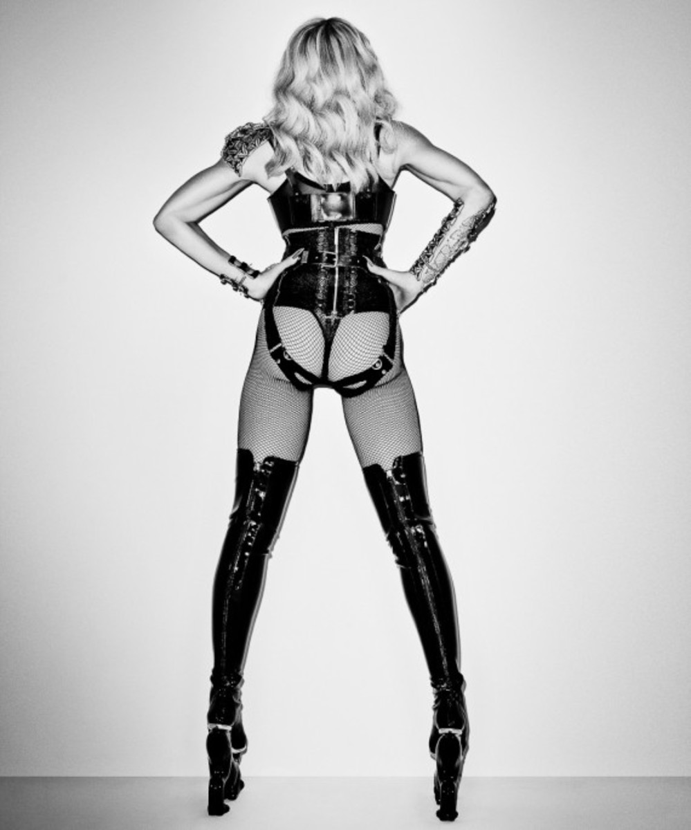terry-richardson-madonna-photo-session-for-harpers-bazaar-04