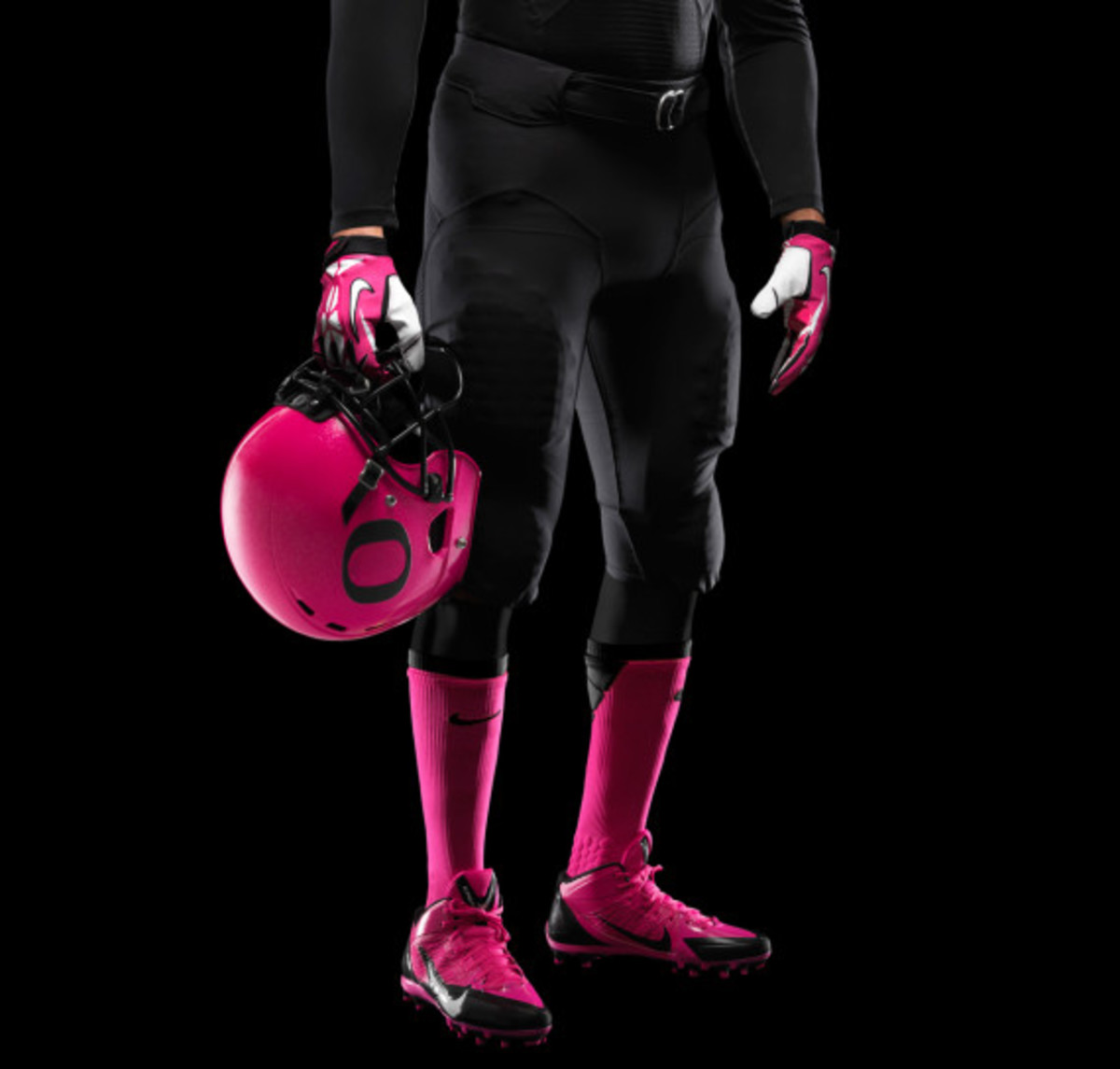 nike-oregon-ducks-football-pays-tribute-to-breast-cancer-awareness-03