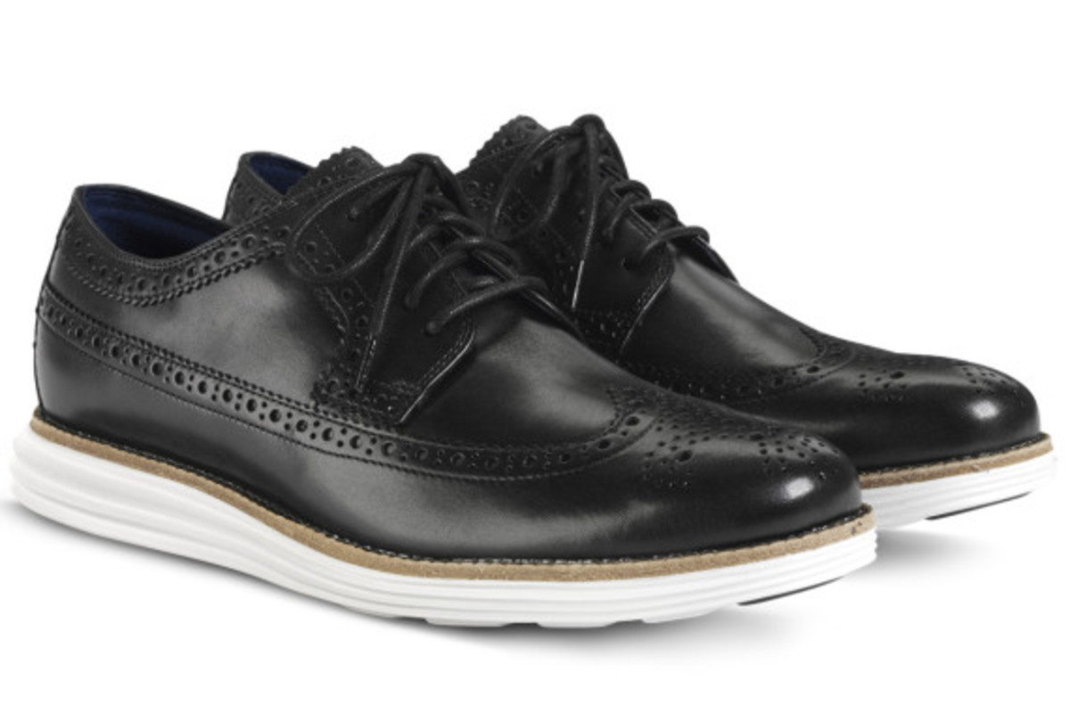 ... but recently, Cole Haan re-introduced the popular  black-leather-on-white-sole design and color scheme on its LunarGrand Long Wingtip  shoes.