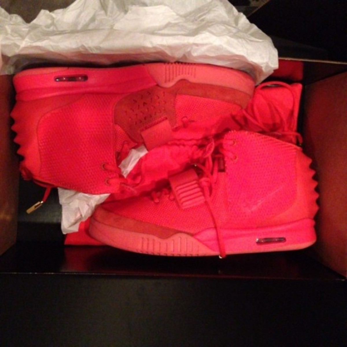 nike-air-yeezy-2-red-october-previewed-by-kim-kardashian-02