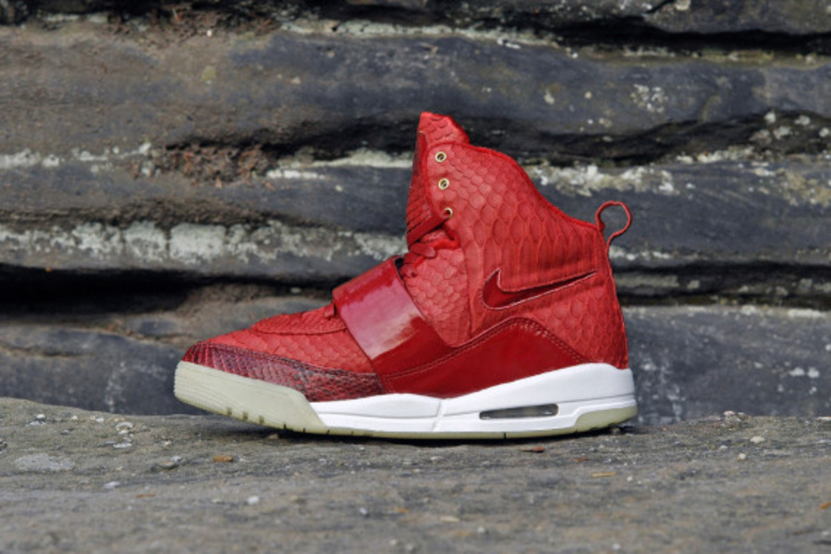 red-october-nike-air-yeezy-1-customs-by-jb-customs-05