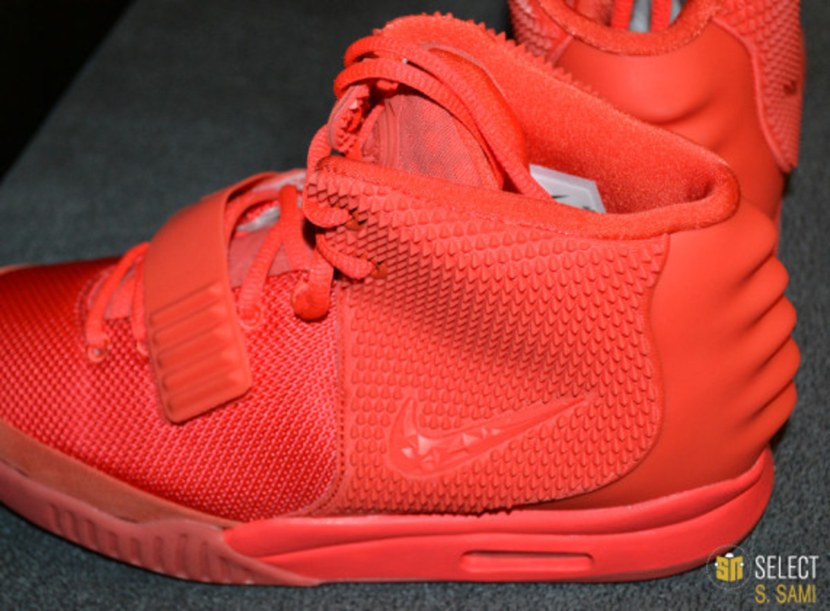 nike-air-yeezy-2-red-october-detailed-look-18
