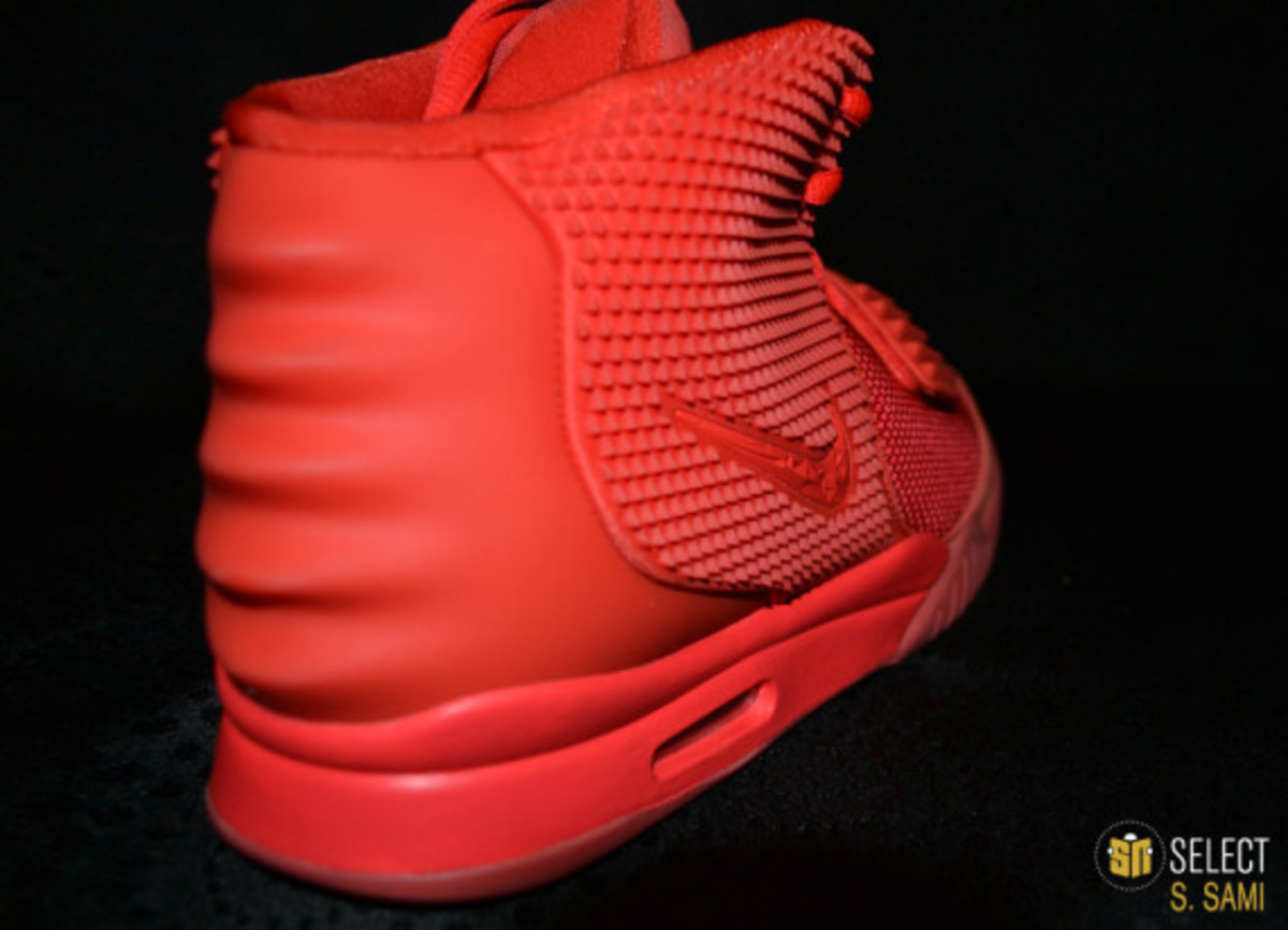 nike-air-yeezy-2-red-october-detailed-look-19