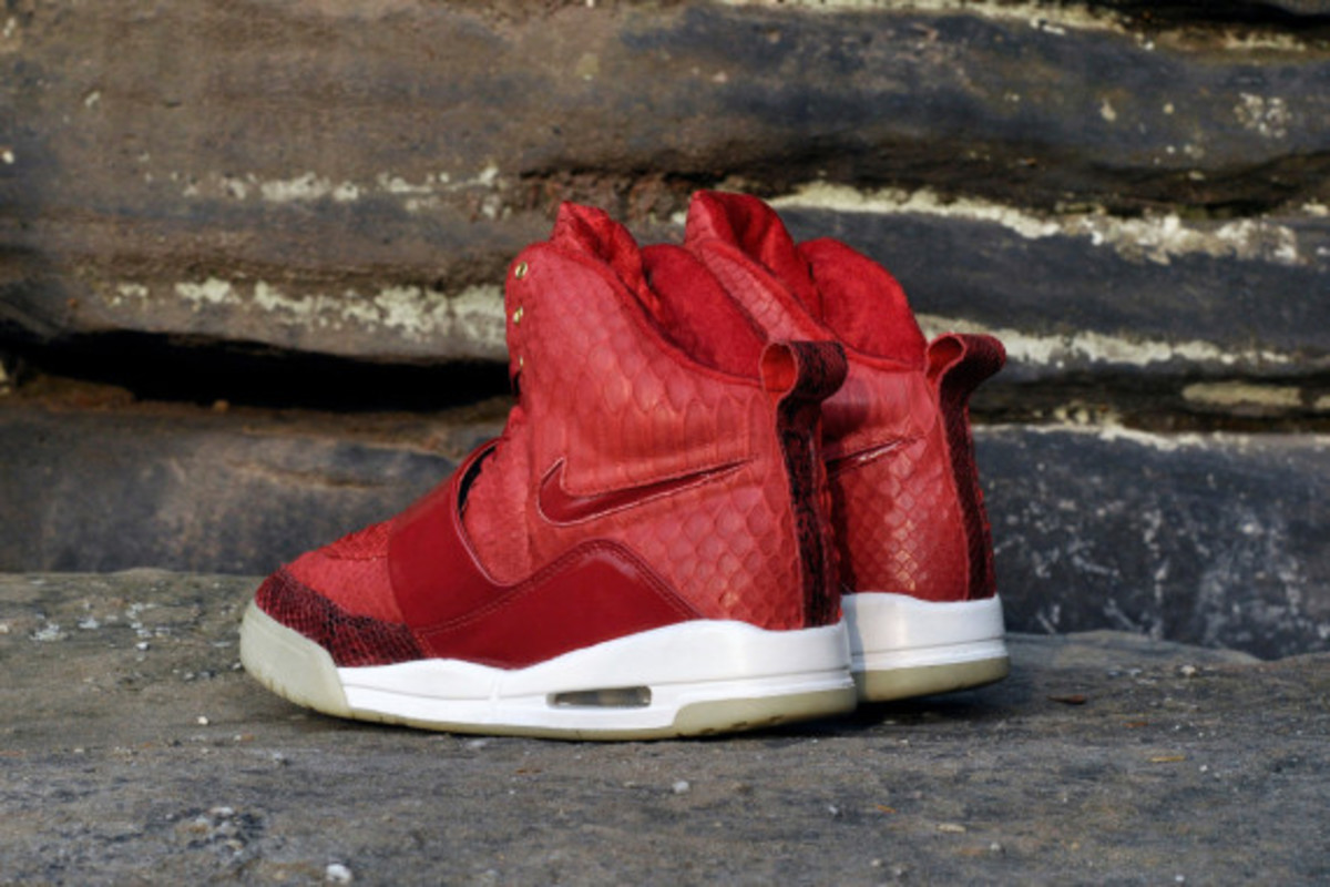 red-october-nike-air-yeezy-1-customs-by-jb-customs-07